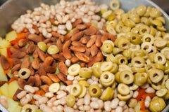 Sabzi z migdałami i oliwkami Obrazy Stock