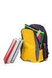 Sac à dos avec des approvisionnements d'école sur le blanc Photo stock