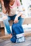 Sac à dos de blues-jean Photos stock