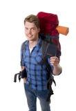 Sac à dos de transport se tenant de touristes de passeport de jeune randonneur prêt pour le voyage Photographie stock