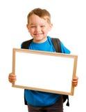 Sac à dos s'usant d'enfant et retenir le signe blanc Images libres de droits