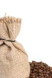 Sac à jute et grains de café images stock