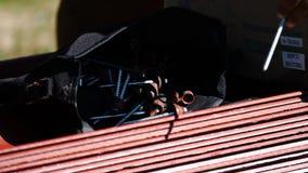 Sac avec de petits objets de construction Longueur courante Sac avec des vis extérieures Installation ou construction d'une maiso clips vidéos