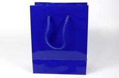 Sac bleu de cadeau Photos stock
