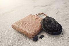Sac, chapeau et lunettes de soleil Photos libres de droits