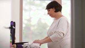 Sac d'emballage de femme enceinte pour l'hôpital de maternité clips vidéos