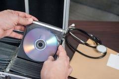 Sac de coffre avec du CD Images stock