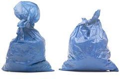Sac de déchets bleu avec des déchets image libre de droits