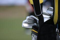 Sac de golf et ensemble de clubs Image libre de droits