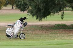 Sac de golf et trundler Image libre de droits