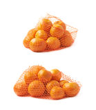 Sac de maille complètement des mandarines d'isolement Photographie stock