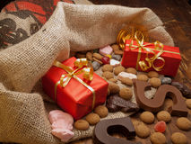 Sac de Nicholas de saint avec des cadeaux Image libre de droits