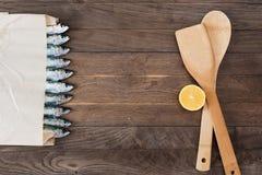 Sac de papier avec des sardines Photographie stock libre de droits
