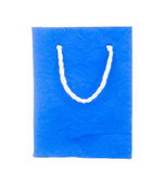 Sac de papier de mûre bleue d'isolement sur le blanc Photo stock