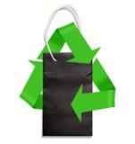 Sac de papier sur le blanc avec le symbole de réutilisation vert Image stock