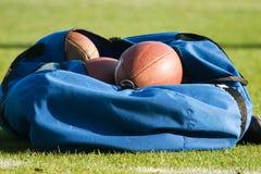 Sac des football Photos libres de droits