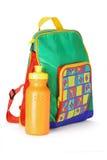 Sac à dos d'élève du cours préparatoire et conteneur colorés de l'eau Images libres de droits