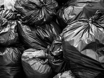 Sac noir de déchets photos libres de droits