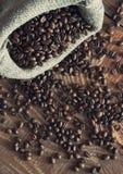 Sac retourné des grains de café Photo libre de droits