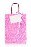 Sac rose de cadeau avec l'étiquette blanc Photos stock