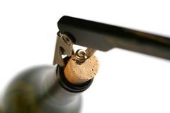 Sacacorchos en botella de vino Imagenes de archivo