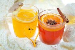 Sacador caliente y bebida anaranjada Imagen de archivo libre de regalías