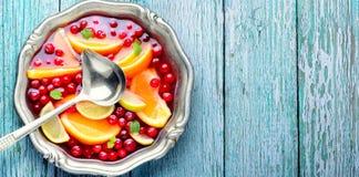 Sacador con sabor a fruta en cuenco imagenes de archivo