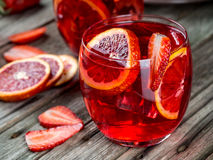 Sacador del ron de la fresa de la naranja de sangre imagen de archivo libre de regalías