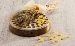 Sacan, el trigo y el ditali Imagen de archivo libre de regalías