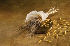 Sacan, el trigo y el penne Fotos de archivo libres de regalías