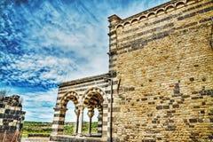Saccargia-Kirche unter einem drastischen Himmel Lizenzfreie Stockfotos