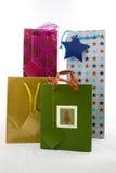 Sacchetti del regalo isolati su bianco Immagine Stock