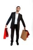 Sacchetti della spesa di trasporto di vendita dell'uomo nello sforzo fotografia stock libera da diritti