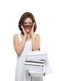 Sacchetti della spesa sorridenti felici asiatici della tenuta della donna di acquisto isolati su fondo bianco Fotografia Stock Libera da Diritti