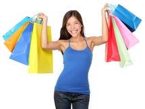 Sacchetti di acquisto della holding della donna di acquisto Fotografia Stock