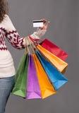 Sacchetti di acquisto femminili della holding della mano Immagini Stock