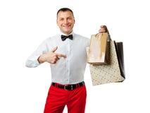 Sacchetti di acquisto sorridenti della holding dell'uomo Fotografie Stock Libere da Diritti