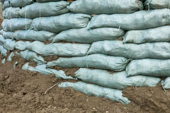 Sacchetti di sabbia per protezione di inondazione Immagine Stock Libera da Diritti