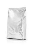 Sacchetto d'imballaggio in bianco del di alluminio isolato su fondo bianco Fotografie Stock