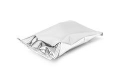 Sacchetto d'imballaggio in bianco dello spuntino del foglio di alluminio isolato su bianco Immagine Stock Libera da Diritti