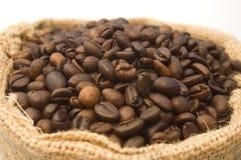 Sacchetto dei chicchi di caffè fotografia stock libera da diritti