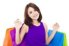 Sacchetto della spesa asiatico della tenuta della giovane donna Isolato su bianco Fotografia Stock Libera da Diritti
