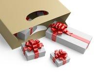 Sacchetto della spesa con i contenitori di regalo bianchi Fotografia Stock Libera da Diritti