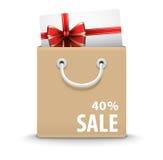 Sacchetto della spesa con la carta di regalo ed il testo di sconto Fotografie Stock Libere da Diritti