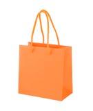 Sacchetto della spesa di carta arancio su fondo bianco Fotografia Stock
