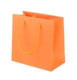 Sacchetto della spesa di carta arancio su fondo bianco Fotografie Stock