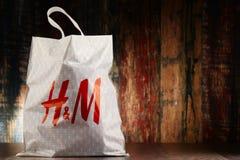 Sacchetto della spesa originale della plastica di H&M Fotografie Stock