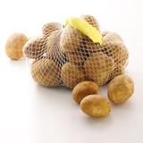 Sacchetto delle patate fresche con il prezzo da pagare sulla parte posteriore di bianco Immagine Stock Libera da Diritti