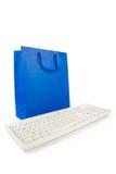 Sacchetto di acquisto e tastiera di calcolatore blu Fotografie Stock Libere da Diritti
