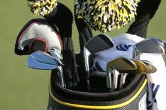 Sacchetto di golf e l'insieme dei randelli Fotografie Stock